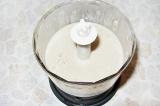 Шаг 8. Готовый суп влить в блендер и взбить до однородной массы. Перелить в хлеб