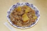 Готовое блюдо: картошка тушеная с вешенками
