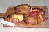Шаг 5. Картошку помыть и нарезать дольками.