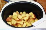 Шаг 6. Поверх слоя грибов выложить картофель.