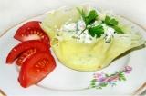 Готовое блюдо: сырные корзинки с салатом из языка