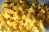 Шаг 7. Картофель мелко порезать.