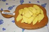 Шаг 4. Картофель нарезать толстыми ломтиками. Толщина ломтика должна быть пример