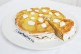 Шаг 11. Кондитерским шприцом нарисовать узоры на торте остатками крема. По желан