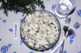 Готовое блюдо: салат с ветчиной и курицей
