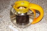 Шаг 4. Залить водой (можно теплой) и поставить в микроволновую печь на 10-15 мин