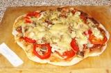 Готовое блюдо: пицца Четыре гриба