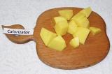 Шаг 1. Картофель очистить и нарезать большими брусками. Отварить до готовности.