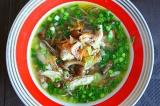 Готовое блюдо: суп с беконом, опятами и гречневой лапшой