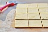 Шаг 8. Раскатать тесто, нарезать его на квадраты.