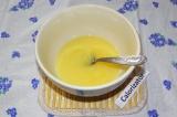 Шаг 1. Растопить сливочное масло и слегка остудить.