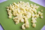 Шаг 1. Картофель помыть, почистить, отварить и нарезать на кубики.