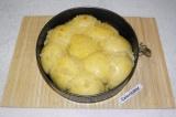 Шаг 6. За 5 минут до готовности полить пампушки чесночным соусом. И выпекать еще