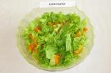 Шаг 7. В салатнице смешать нарезанную тыкву, мякоть апельсинов и листья салата.
