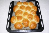 Шаг 12. Готовые булочки достать из духовки и дать им минут 10 отдохнуть.