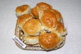 Готовое блюдо: булочки с маком и изюмом