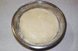 Шаг 8. После проведенного времени в теплом месте, тесто должно увеличится миниму