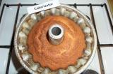 Шаг 9. В разогретую духовку отправить кекс на 40 минут. Дать немного остыть.