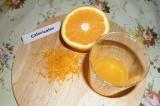 Шаг 10. Пока остывает кекс нужно сделать глазурь: снять цедру со второго апельси
