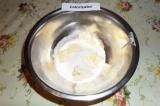 Шаг 6. В отдельной посуде смешать муку, 50 гр. сахара, 50 гр. холодного сливочно