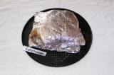 Шаг 5. Рыбу плотно завернуть в фольгу. Переложить сверток на противень или дно