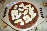 Шаг 7. Сверху разложить сыр моцарелла, немного полить оливковым маслом и отправи