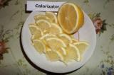Шаг 9. Лимон порезать на небольшие тонкие кусочки.