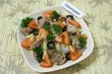 Готовое блюдо: салат из макарон с сардинами
