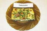 Готовое блюдо: омлет с сухариками и оливками