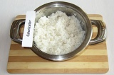 Шаг 2. Сварить рис до готовности.