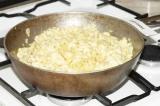 Шаг 7. Добавить макароны в пасту, тщательно перемешать. Готовое блюдо посыпать