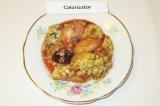 Готовое блюдо: пирог-крамбл с яблоками и сливами