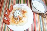 Готовое блюдо: фаршированный лук с двумя соусами