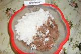 Шаг 2. Из мяса сделать фарш, добавить к нему соль, петрушку, чеснок, лук, соевый