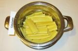 Шаг 1. Каннеллони отварить в течение 5 минут с добавлением 1 ч.л. оливкового мас