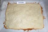 Шаг 7. Отправить корж в духовку при 180 градусах на 30 минут, до слегка румяного
