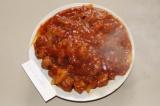 Готовое блюдо: красный соус из соевого гуляша