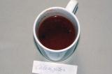 Шаг 2. Для соуса развести томатную пасту в небольшом количестве воды, добавить с