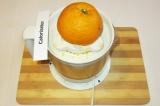 Шаг 2. Выжать из апельсинов сок с помощью соковыжималки.