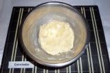Шаг 1. Размягченное масло смешать с сахаром.