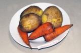 Шаг 1. Отварить картошку и морковь.