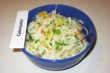 Готовое блюдо: салат из квашеной капусты с апельсином