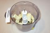 Шаг 4. Взбить в блендере сливочное масло в течение 2 минут.