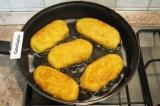 Шаг 8. Поджарить пирожки в большом количестве заранее разогретого растительного