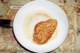 Шаг 5. Обжарить куриное филе на хорошо разогретой сковороде с двух сторон до зол