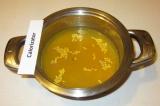 Шаг 1. Чечевицу промыть, залить холодной водой, всыпать куркуму и варить до гото