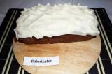 Шаг 8. Готовый остывший пирог щедро покрыть сливочной глазурью.