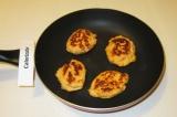 Шаг 11. Довести суфле до готовности на сковороде с антипригарным покрытием или в