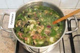 Шаг 7. Зелень и оливки добавить в суп через 10 мин после начала варки. Поперчить