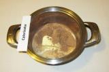Шаг 5. Пока выпекается пирог сделать крем: сложить в кастрюлю какао, молоко, са